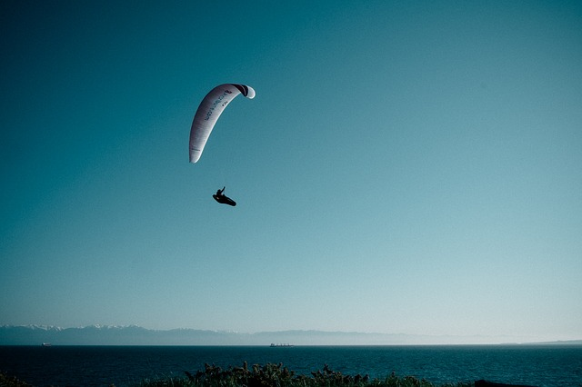 paragliding-593944_by_Republica_pixabay_lizenz_cc0