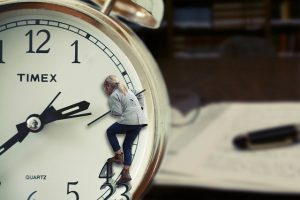 time-488112_640_by_ThePirxelmann_pixabay_lizenz_cc0